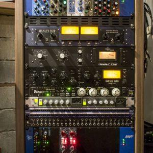 Studiorack med kompressorer og preamper